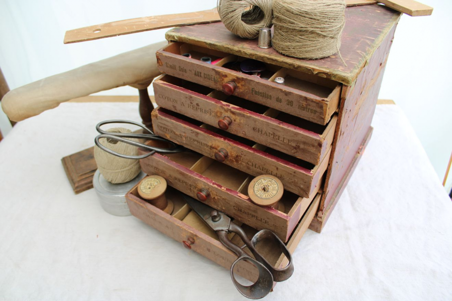 Ancienne boîte de mercerie